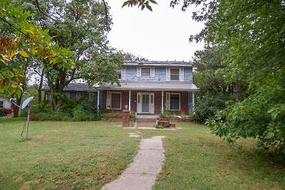 Single Family Home For Sale: 142 E 3rd St