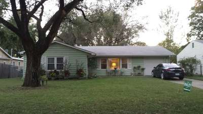 Arkansas City KS Single Family Home For Sale: $69,000