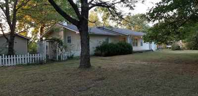 Arkansas City KS Single Family Home For Sale: $139,000
