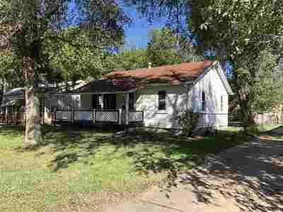 Wichita Single Family Home For Sale: 1324 S Richmond St
