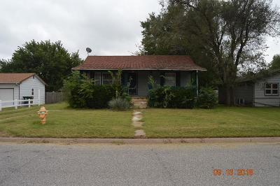 Hutchinson Single Family Home For Sale: 403 W 24th Ave
