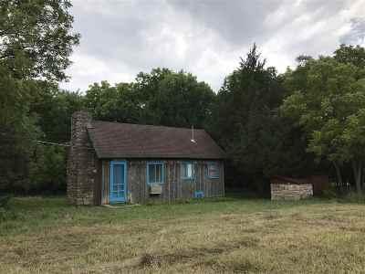 Winfield KS Single Family Home For Sale: $205,000