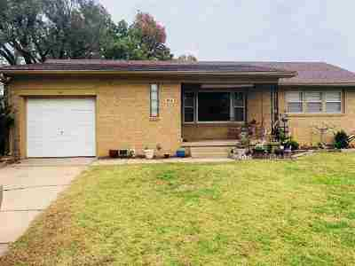 Single Family Home For Sale: 914 S Drury Ln