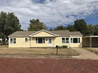 Arkansas City Single Family Home For Sale: 224 W Poplar Ave