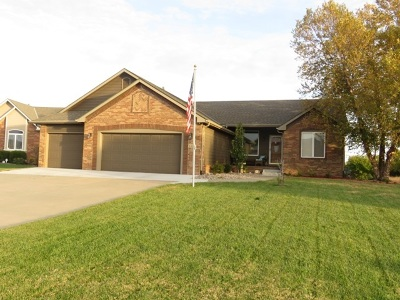 Wichita Single Family Home For Sale: 8330 E Old Mill Ct.