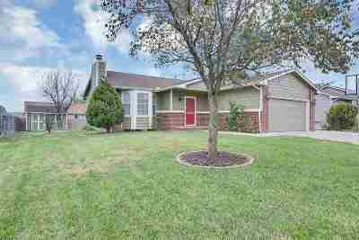 Rose Hill Single Family Home For Sale: 413 E Brownie