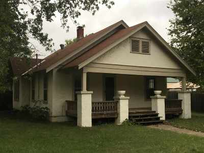 Oxford Single Family Home For Sale: 301 N Illinois