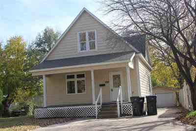 Newton Single Family Home For Sale: 613 SE 2nd St