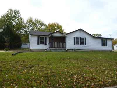 Winfield KS Single Family Home For Sale: $134,500