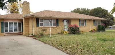 Winfield KS Single Family Home For Sale: $85,000