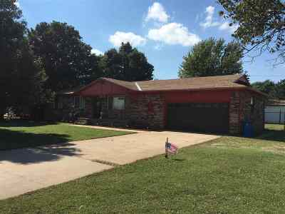 Arkansas City KS Single Family Home For Sale: $135,000