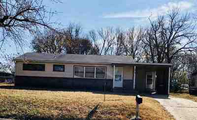 Arkansas City KS Single Family Home For Sale: $67,900