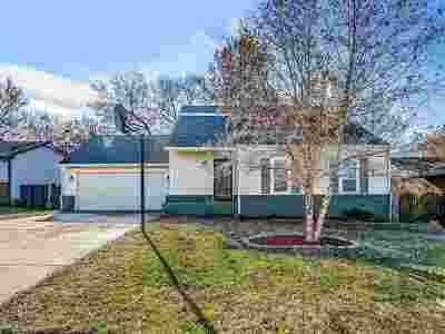 Mulvane Single Family Home For Sale: 105 W Rockwood Blvd