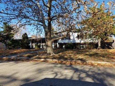 Wichita Single Family Home For Sale: 208 S Lochinvar