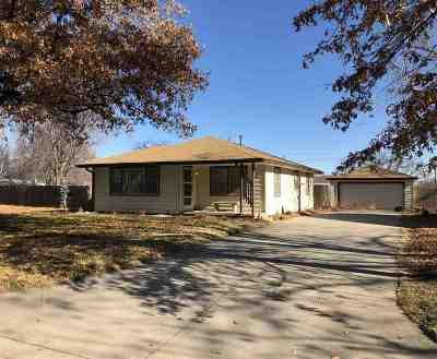 Wichita Single Family Home For Sale: 422 S Arapaho St