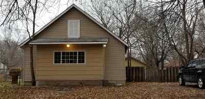 Wichita Single Family Home For Sale: 122 N Athenian Ave