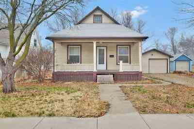 Newton Single Family Home For Sale: 404 E 9th St
