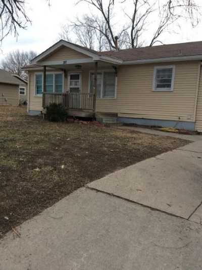 Derby Single Family Home For Sale: 207 W Meadowlark Blvd
