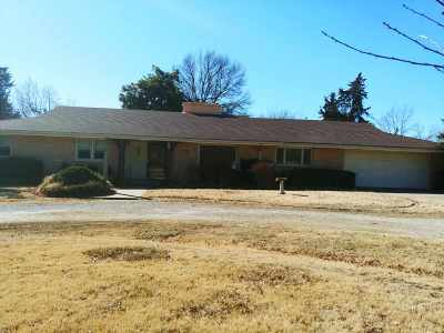 Arkansas City Single Family Home For Sale: 1 Eastridge Drive