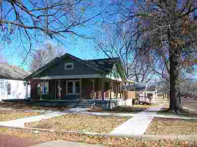 Arkansas City Single Family Home For Sale: 702 N 4th Street