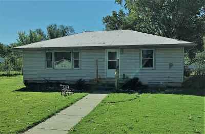 Moundridge Single Family Home For Sale: 221 W Durst St