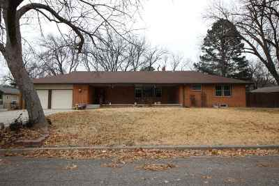 Wichita Single Family Home For Sale: 254 S Courtleigh