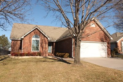 Wichita Single Family Home For Sale: 1249 N Broadmoor Ct