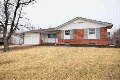 Wichita Single Family Home For Sale: 2258 N Bluff St