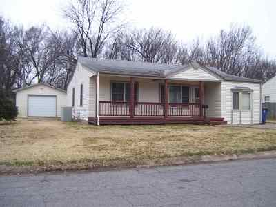 Haysville Single Family Home For Sale: 221 E Waggoner
