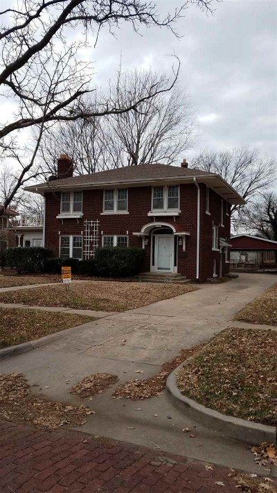 Arkansas City KS Single Family Home For Sale: $129,900
