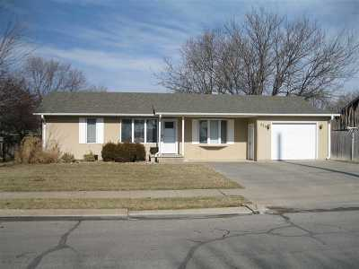 Hesston Single Family Home For Sale: 220 E Hickory St.