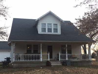 Newton Single Family Home For Auction: 3815 SW 24th