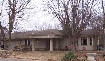 Wichita Single Family Home For Sale: 660 N Parkdale St