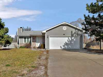 Rose Hill Single Family Home For Sale: 608 E School St