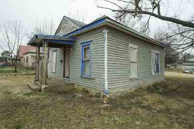 Wellington Single Family Home For Auction: 1302 E Harvey Ave