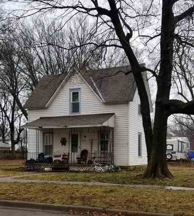 Winfield KS Single Family Home For Sale: $32,000