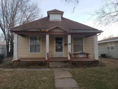 Wellington Single Family Home For Sale: 818 E Harvey Ave