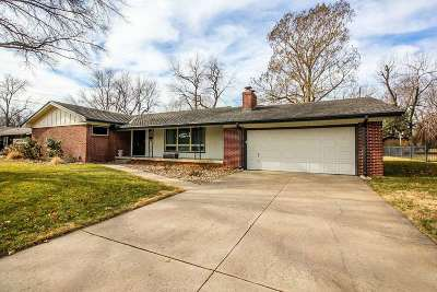 Wichita Single Family Home For Sale: 355 N Fairway Ave