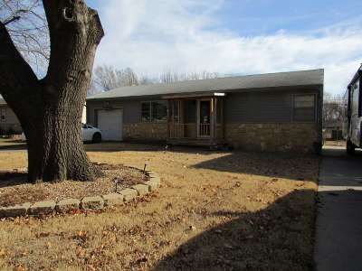 Arkansas City KS Single Family Home For Sale: $65,000