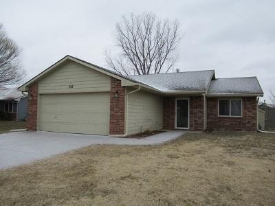 Maize Single Family Home For Sale: 757 E Plantation Rd