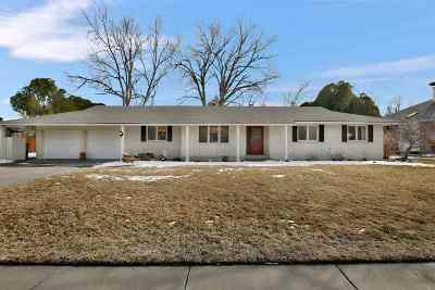 Hutchinson Single Family Home For Sale: 105 Thunderbird Dr