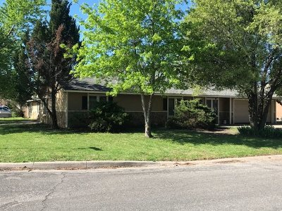 Wichita Single Family Home For Sale: 384 N Country Acres Ave