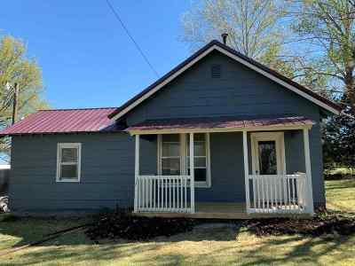 Winfield KS Single Family Home For Sale: $67,900