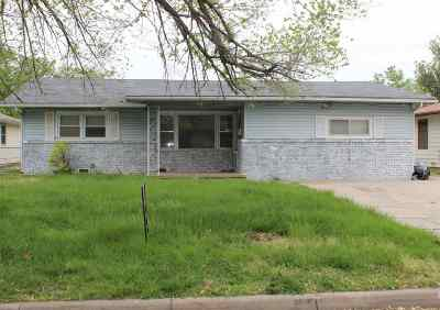 Wichita Single Family Home For Sale: 3133 S Hiram
