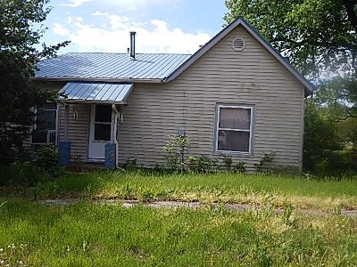 Burden Single Family Home For Auction: 317 W 3rd St