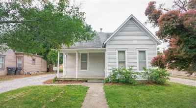 Newton Single Family Home For Sale: 411 E 2nd St