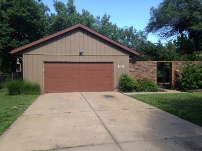 Wichita Single Family Home For Sale: 110 N Burr Oak Rd