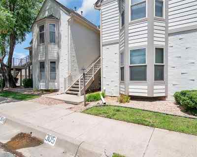 Wichita Condo/Townhouse For Sale: 8018 E Woodspring Way