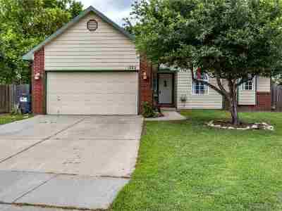 Wichita Single Family Home For Sale: 1722 N Redbarn Cir