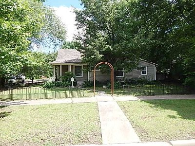 Winfield KS Single Family Home For Sale: $99,900